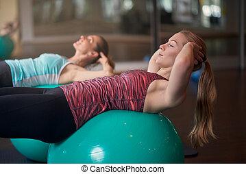 femmes, gymnase, balles, exercisme, deux