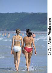 femmes ? la plage