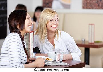 femmes, sourire, quelqu'un, café, regarder