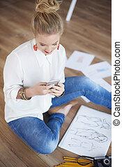femmina, artista, testo segnalando, in, lei, ufficio