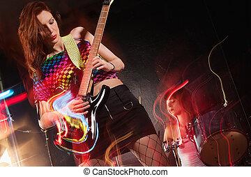femmina, banda, gioco, palcoscenico