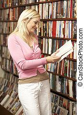 femmina, cliente, in, libreria
