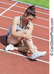 femmina, corridore, con, caviglia, lesione