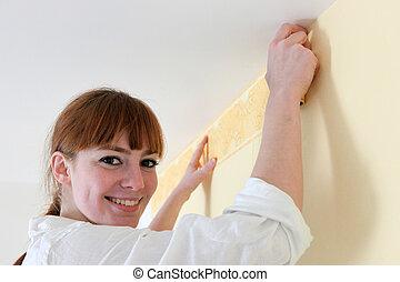 femmina, decoratore, appendere, carta da parati, bordo