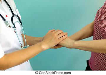 femmina, dottore, mani, presa a terra, paziente, mano, per, incoraggiamento, e, empathy., associazione, fiducia, e, medico, etica, concept.