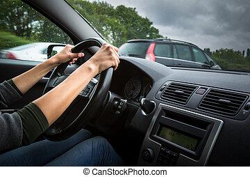 femmina, driver, mani, guidando macchina, su, uno, autostrada