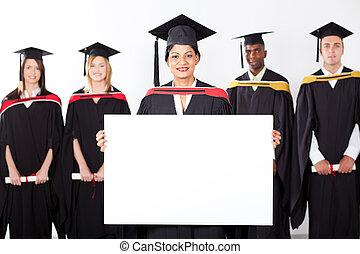 femmina, indiano, laureato, presa a terra, cartoncino bianco