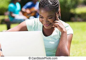 femmina, lavorativo, computer portatile, studente università, africano