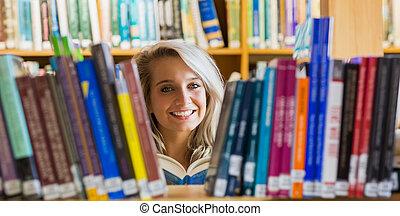 femmina, libro lettura, studente, sorridente, biblioteca