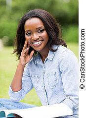 femmina, libro, studente università, africano, lettura
