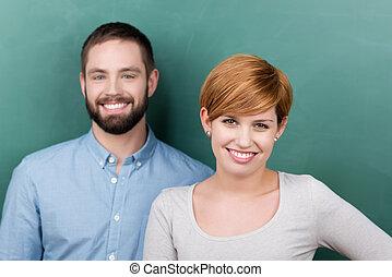 femmina, maschio, insegnanti, contro, lavagna