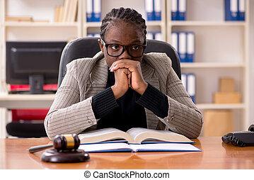 femmina, palazzo di giustizia, avvocato, nero