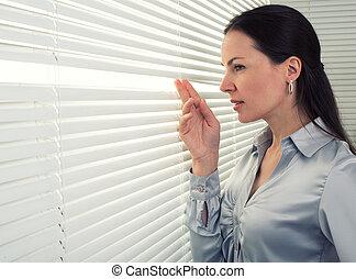 fenêtre, femme, regard, bureau, dehors