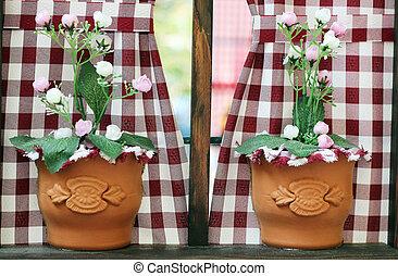 fenêtre, fleurs, deux, vases