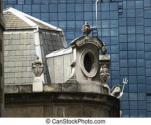 fenster, von, ein, altes gebäude, klassische architektur, in, kontrast, mit, modern, glas, wall., london.