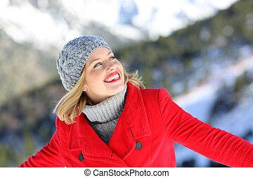 feriado, mulher, desfrutando, inverno, feliz