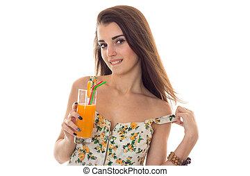 fermé, elle, cocktail, jeune, isolé, regarder, appareil photo, prendre, fond, mains, orange, blanc, séduisant, dame, vêtements