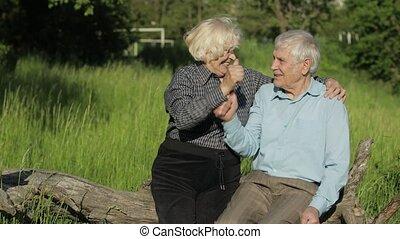 fermé, masques, personne agee, après, couple, coronavirus, prend, monde médical, quarantaine, fin, famille