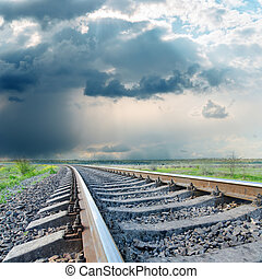 ferrocarril, a, horizonte, debajo, cielo dramático