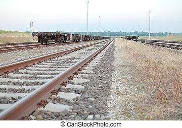 ferrocarril, pistas, con, vacío, abierto, carros, frente