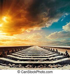 ferrocarril, primer plano, a, horizonte, debajo, coloreado, cielo, en, ocaso