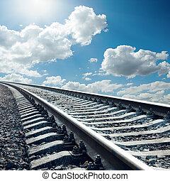 ferrocarril, primer plano, a, horizonte, en, cielo, con, sol