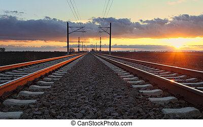 ferrovia, em, pôr do sol, com, sol, e, linhas