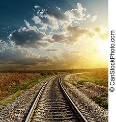 ferrovia, va, a, orizzonte, in, tramonto