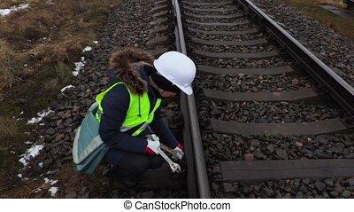ferroviaire, ouvrier, femme, rails, clés