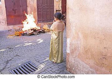 fes, marocco, -, oktober, 15, :, m�dchen, aufpassen, der, feuer, auf, eid, al-adh