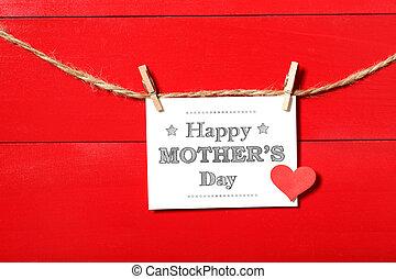 festa mamma, messaggio, scheda, con, cuore, appendere, con, clothespins