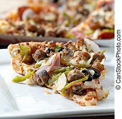 fetta pizza, con, supremo, toppings, su, uno, piastra