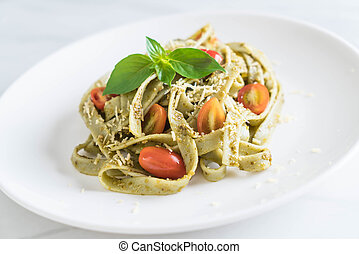 fettuccine, tomates, espinaca