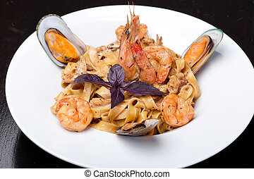 fettuccine with Shrimp and mussel
