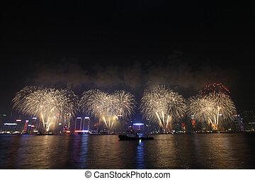 feuerwerk, in, hongkong, entlang, chinesisches neues jahr, 2011