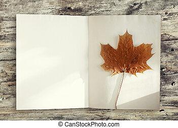 feuille, livre, page, vide, bois, érable, table, fond jaune, automne