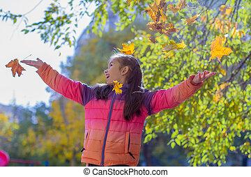 feuilles automne, girl, jaune, jouer