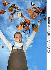 feuilles automne, jeune, femme, jardinier