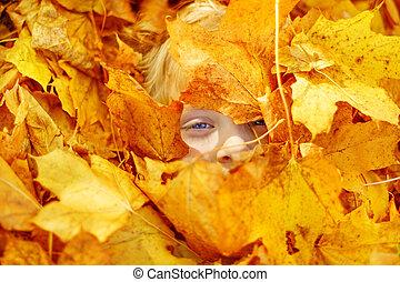 feuilles, couverture, leaves., figure, automne, enfant, portrait, érable