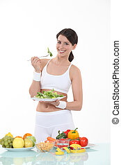 feuilles, femme mange, assiettée, salade