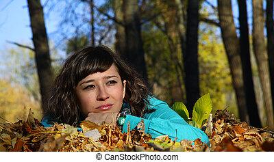 feuilles, jeune, automne, automne, girl, mensonge