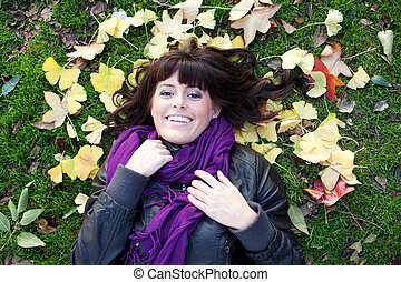 feuilles, jeune, automne, jolie fille, mensonge