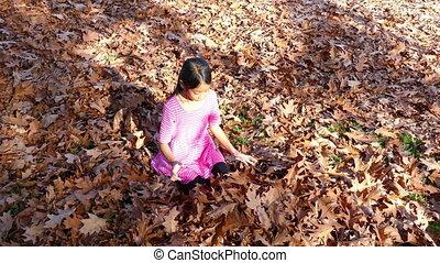 feuilles, jouer, girl, apprécie