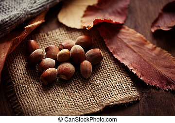 feuilles, table, fond, bois, automne, noisettes