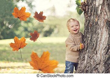 feuilles, voler, jour, jaune, avoir, automne, chaud, enfant, amusement, portrait, jouer, érable, heureux