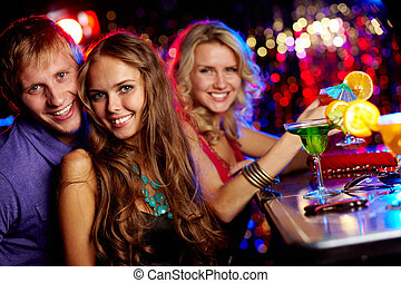 feundliches , clubbers
