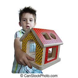 fiú, átnyújtás, erdő, színes, épület, játékszer