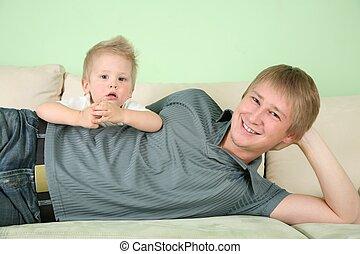 fiú, és, atya, képben látható, pamlag