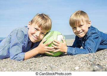 fiú, bánik, futball, a parton