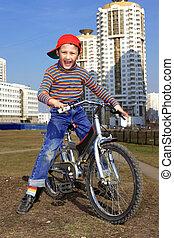fiú, bicikli elnyomott